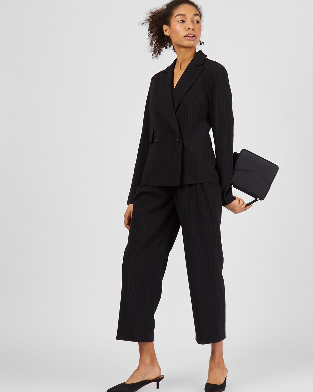 Костюм: Жакет облегченный и брюки SКомплекты<br><br><br>Артикул: 7013828<br>Размер: S<br>Цвет: Черный<br>Новинка: НЕТ<br>Наименование en: Lightweight jacket and trousers co-ord set