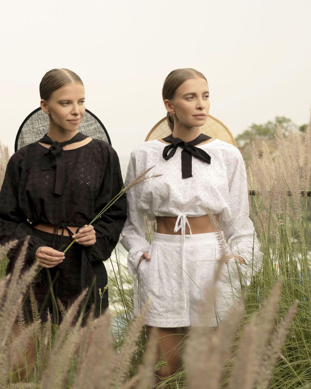 12Storeez Комплект: Блуза укороченная и шорты (белый) bonpoint блуза gareth из хлопка