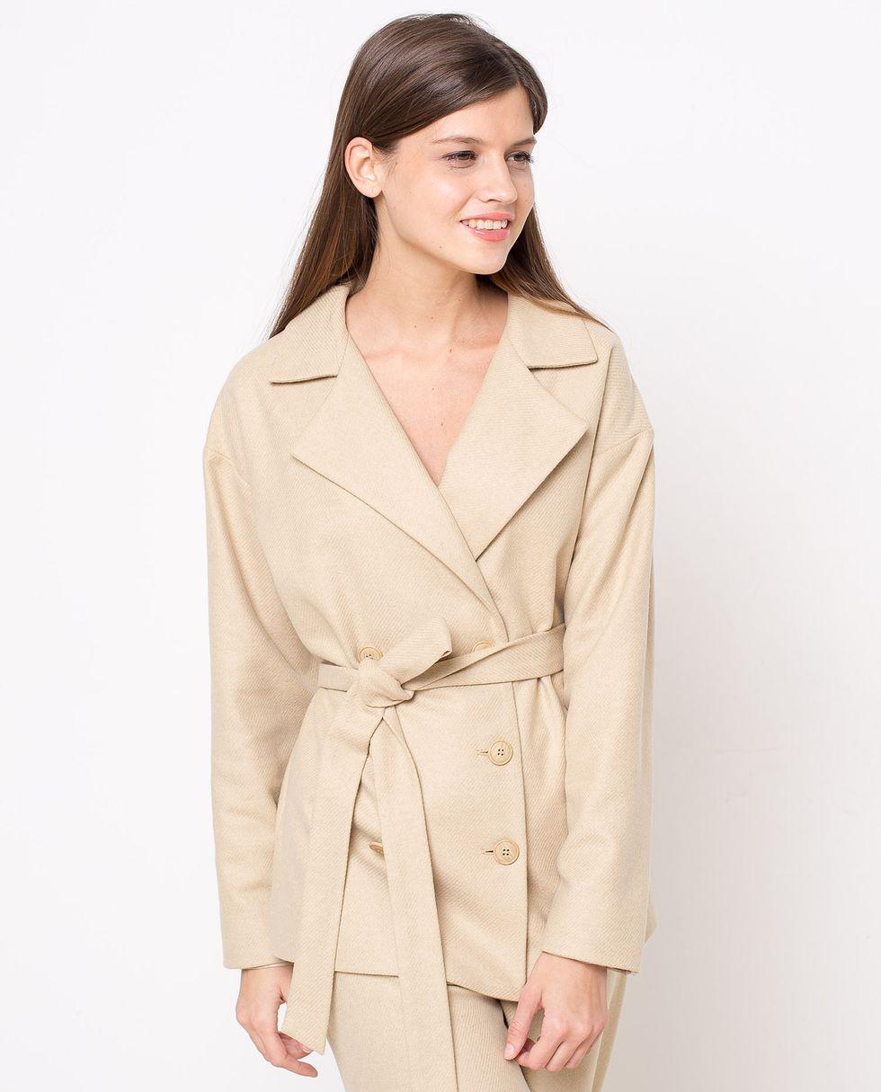 Костюм: жакет двубортный и брюки LКомплекты<br><br><br>Артикул: 702670<br>Размер: L<br>Цвет: Бежевый<br>Новинка: НЕТ<br>Наименование en: Suit: double-breasted jacket and trousers