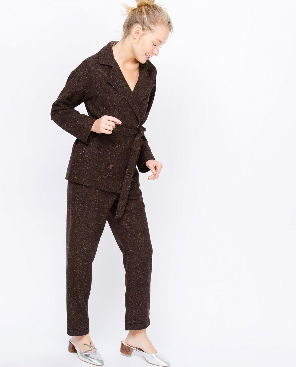Костюм: жакет двубортный и брюки XSкомплекты<br><br><br>Артикул: 706551<br>Размер: XS<br>Цвет: Коричневый меланж<br>Новинка: НЕТ<br>Наименование en: Suit: double-breasted jacket and trousers