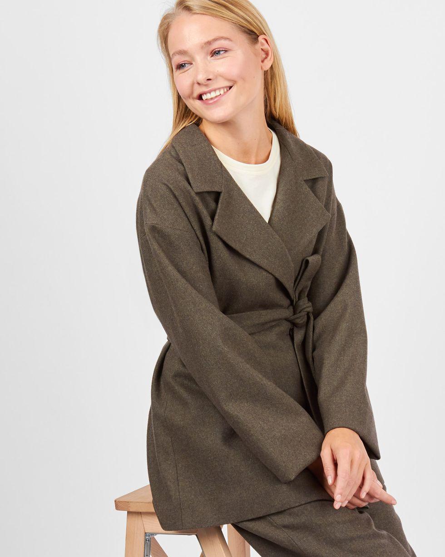 Костюм: жакет двубортный и брюки МКомплекты<br><br><br>Артикул: 707066<br>Размер: M<br>Цвет: Темный мох<br>Новинка: НЕТ<br>Наименование en: Suit: double-breasted jacket and trousers