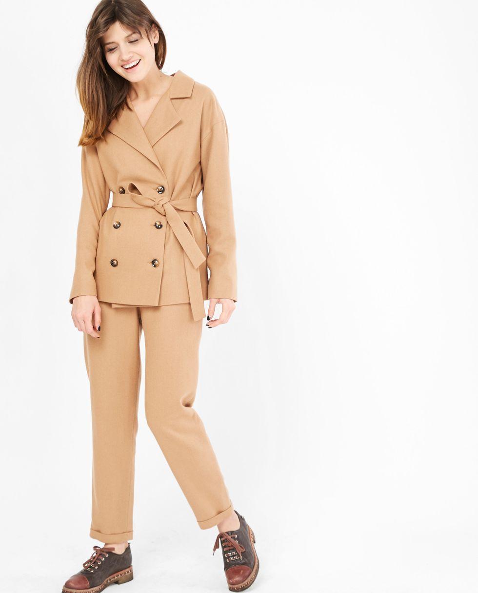 Костюм: жакет двубортный и брюки LКомплекты<br><br><br>Артикул: 707074<br>Размер: L<br>Цвет: Темный беж<br>Новинка: НЕТ<br>Наименование en: Double-breasted jacket and trousers co-ord