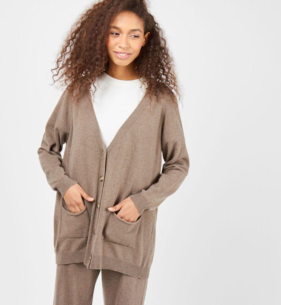 Костюм: кардиган и брюки тонкой вязки из шерсти и кашемира Sкомплекты<br><br><br>Артикул: 706998<br>Размер: S<br>Цвет: Кофейный<br>Новинка: НЕТ<br>Наименование en: Thin knitted cardigan and joggers co-ord