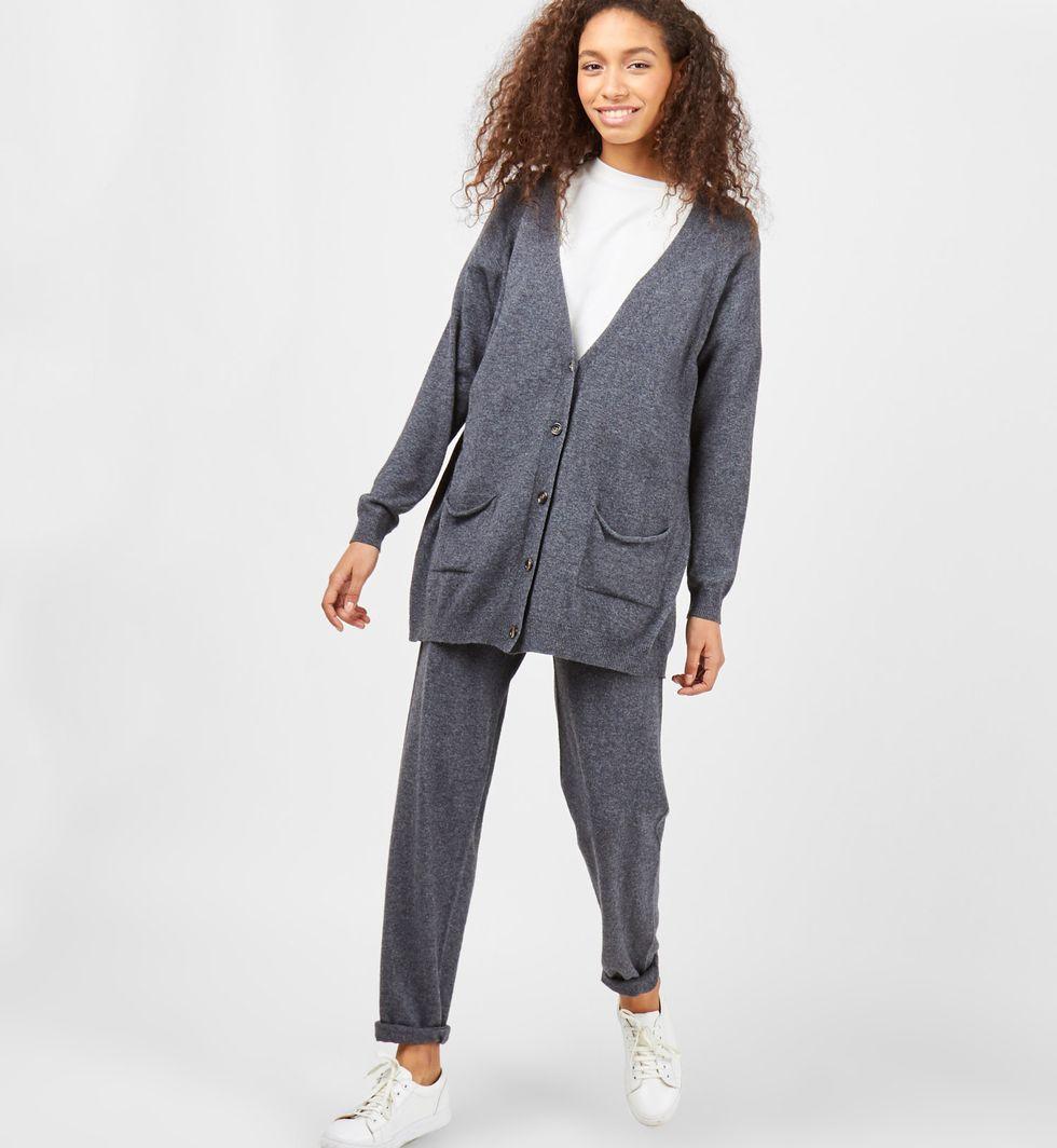 Костюм: кардиган и брюки тонкой вязки из шерсти и кашемира MКомплекты<br><br><br>Артикул: 708039<br>Размер: M<br>Цвет: Темно-серый<br>Новинка: НЕТ<br>Наименование en: Thin knitted cardigan and joggers co-ord