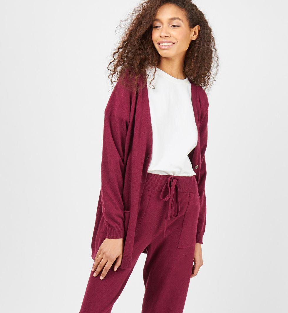 Костюм: кардиган и брюки тонкой вязки из шерсти и кашемира MКомплекты<br><br><br>Артикул: 708041<br>Размер: M<br>Цвет: Бордовый<br>Новинка: НЕТ<br>Наименование en: Thin knitted cardigan and joggers co-ord