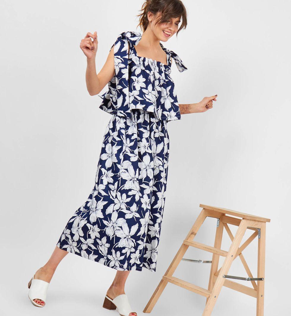 Костюм: топ с бантом и юбка на резинке MКомплекты<br><br><br>Артикул: 708983<br>Размер: M<br>Цвет: Синий<br>Новинка: НЕТ<br>Наименование en: Bow top &amp; elastic waist skirt two-piece set
