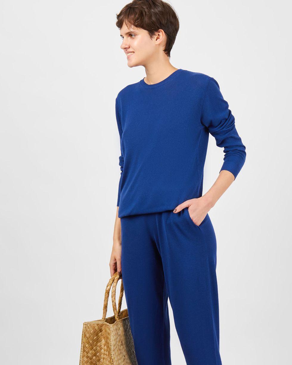 Костюм: джемпер и брюки с карманами XSКомплекты<br><br><br>Артикул: 709704<br>Размер: XS<br>Цвет: Темно-синий<br>Новинка: НЕТ<br>Наименование en: Fine knit jumper and joggers co-ord