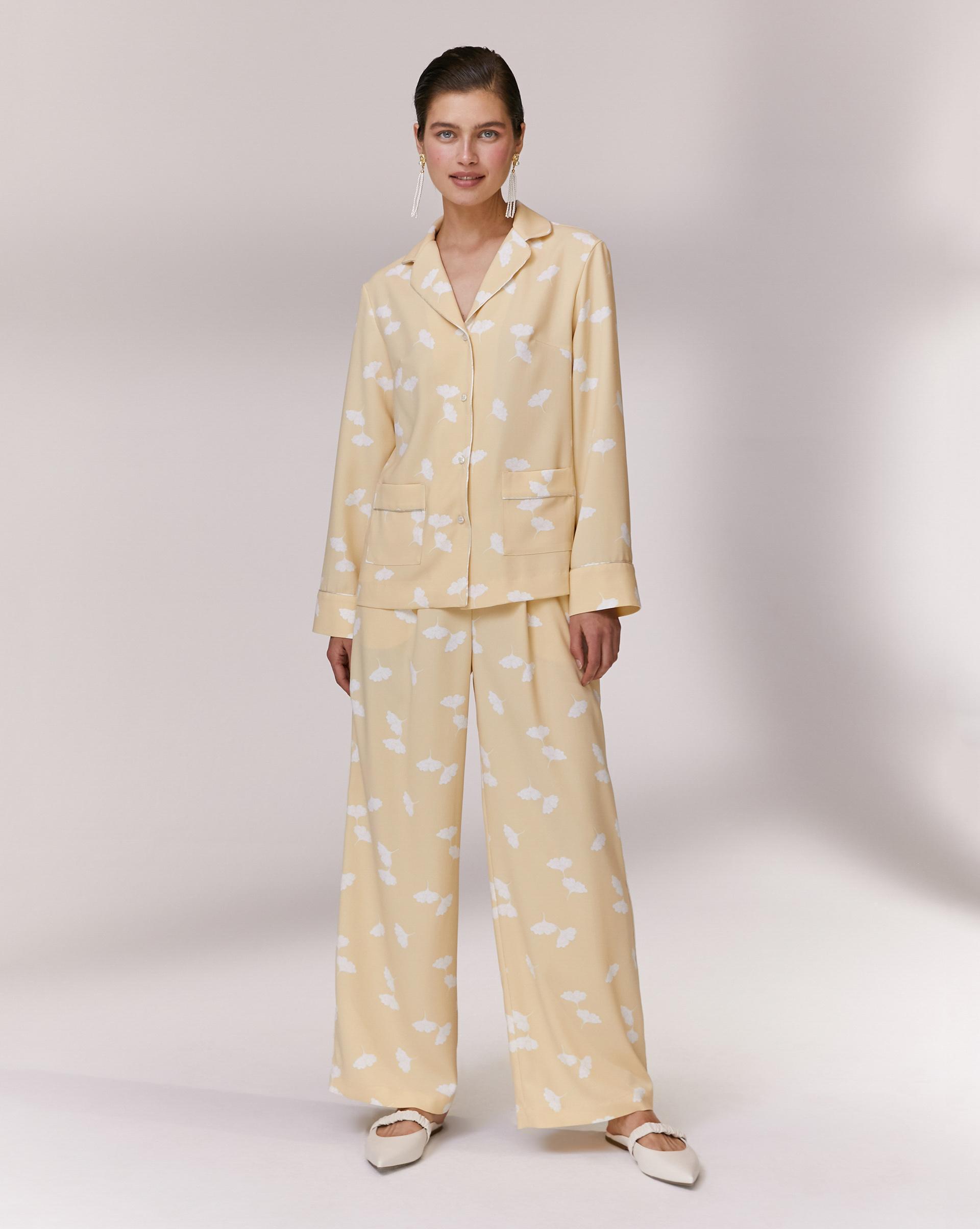 Фото - 12⠀STOREEZ Брюки свободные в пижамном стиле брюки в городском стиле из ткани стретч с удлиняющими вырезами