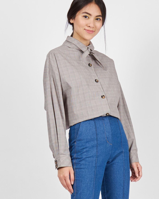 Рубашка с косынкой One sizeРубашки<br><br><br>Артикул: 230010273<br>Размер: One size<br>Цвет: Серо-коричневый<br>Новинка: НЕТ<br>Наименование en: Bandana shirt