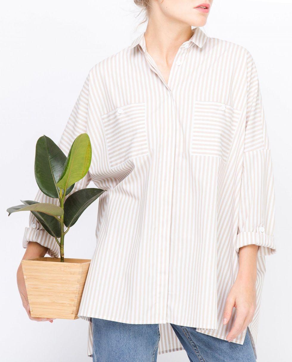 Рубашка с карманами в крупную полоску One sizeРубашки<br><br><br>Артикул: 23005531<br>Размер: One size<br>Цвет: Бело-бежевый<br>Новинка: НЕТ<br>Наименование en: None