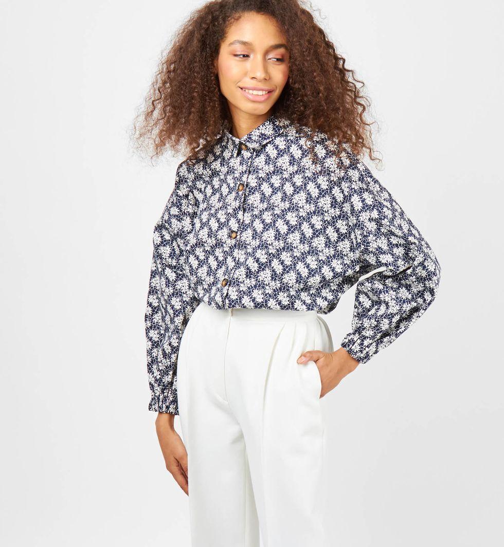 Рубашка из плотного хлопка One sizeРубашки<br><br><br>Артикул: 23008424<br>Размер: One size<br>Цвет: Синий принт Цветы<br>Новинка: НЕТ<br>Наименование en: Puff sleeve cotton shirt