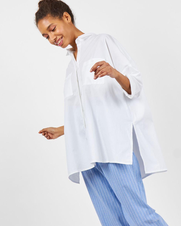 Рубашка с карманами One sizeрубашки<br><br><br>Артикул: 8282005<br>Размер: One size<br>Цвет: Белый<br>Новинка: НЕТ<br>Наименование en: Oversized shirt with pockets
