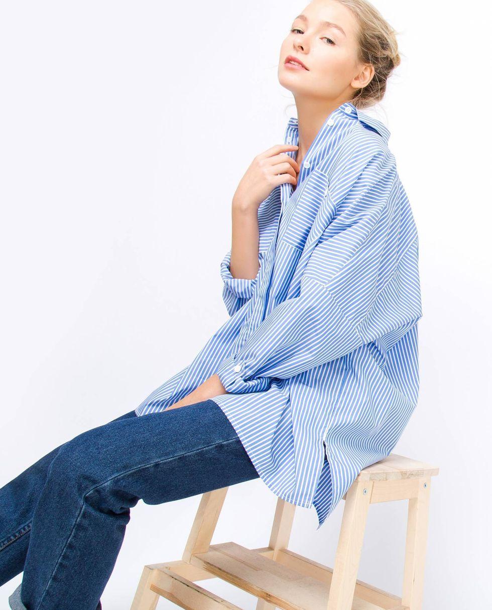 Фото - 12Storeez Рубашка с карманами в широкую полоску (бело-синяя) 12storeez рубашка удлиненная в мелкую полоску