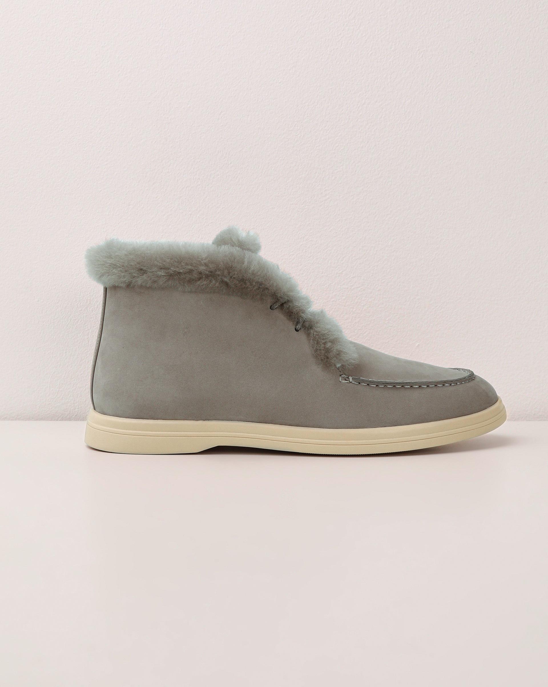 Ботинки с мехом на шнурках
