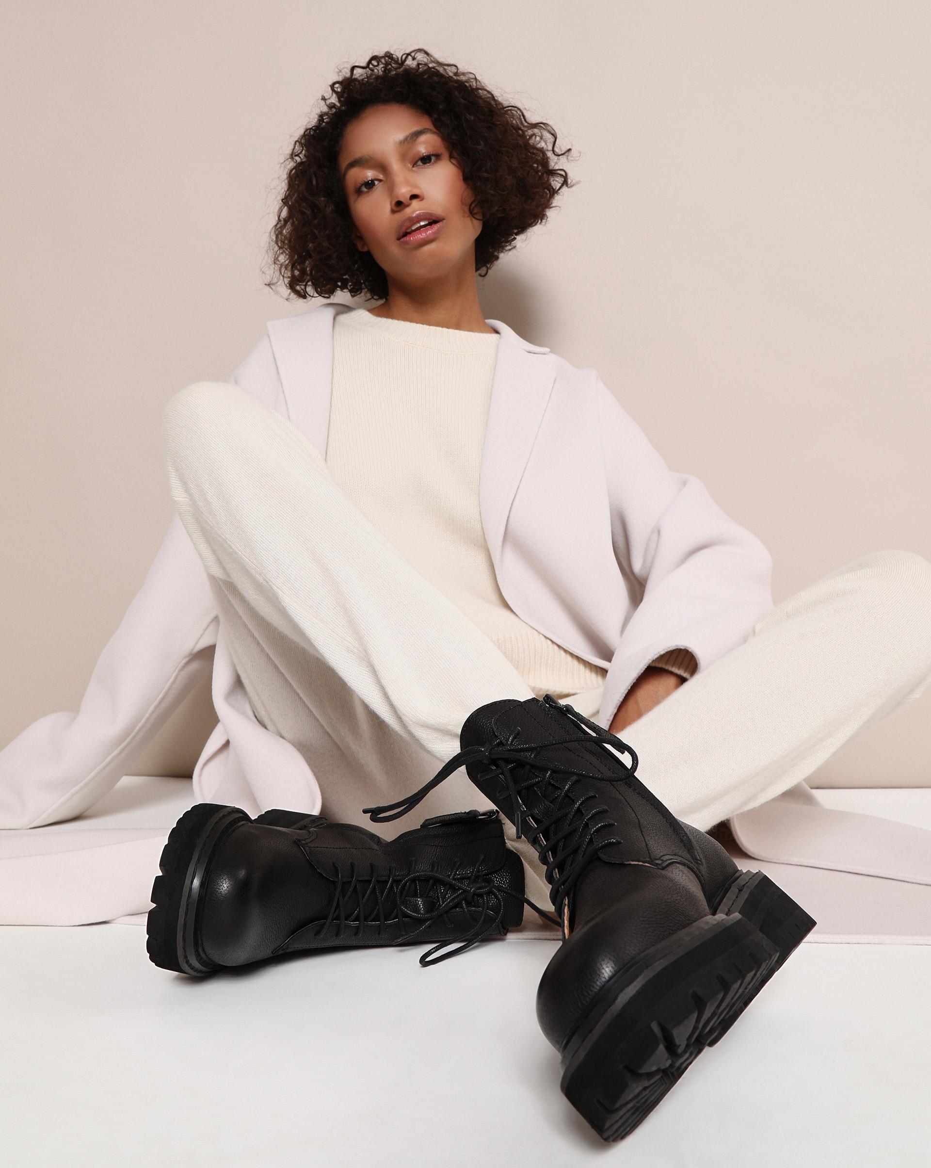 Ботинки на шнурках фото