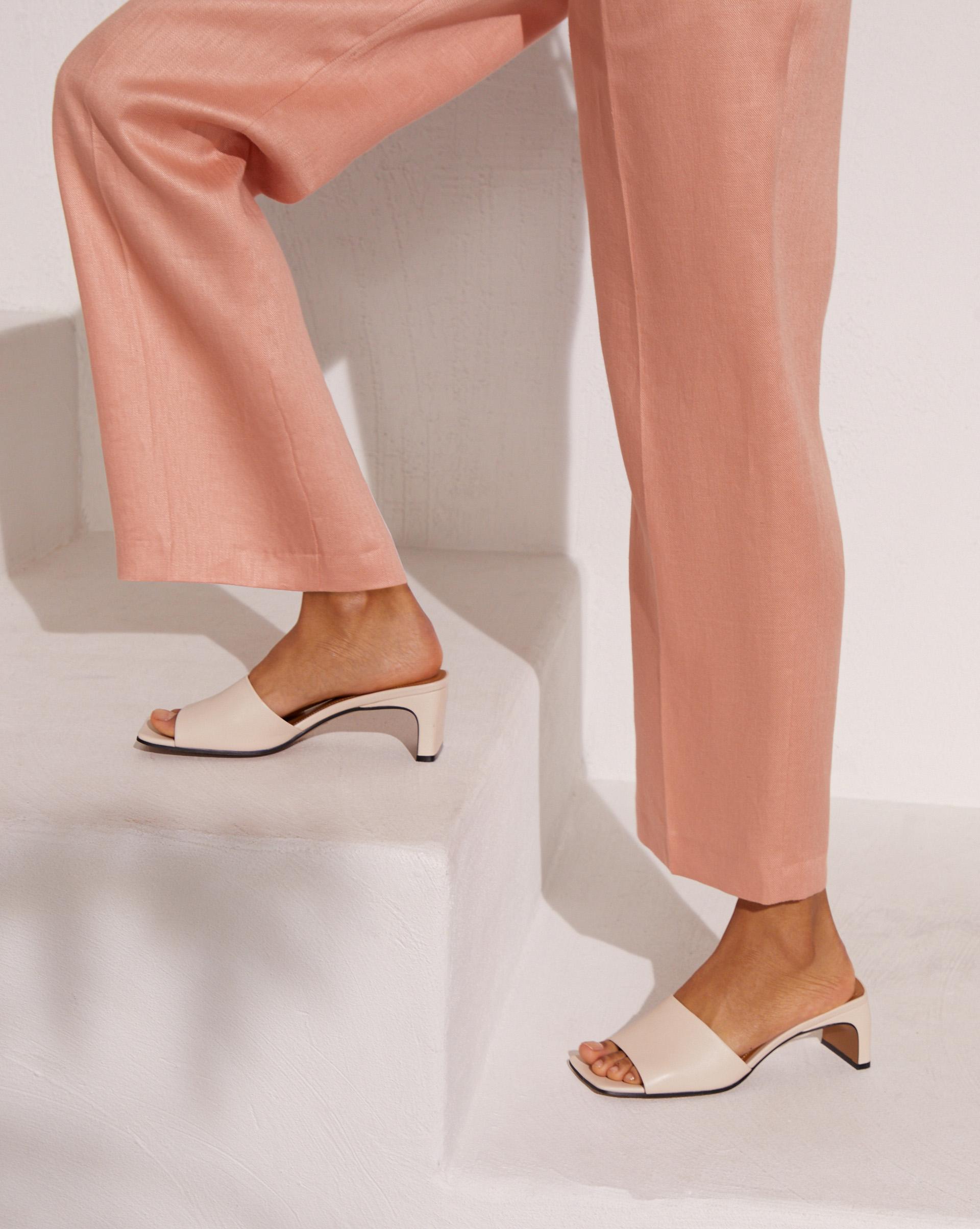 12⠀STOREEZ Мюли на широком каблуке ботинки laredoute из кожи на широком каблуке с питоновым принтом 39 бежевый
