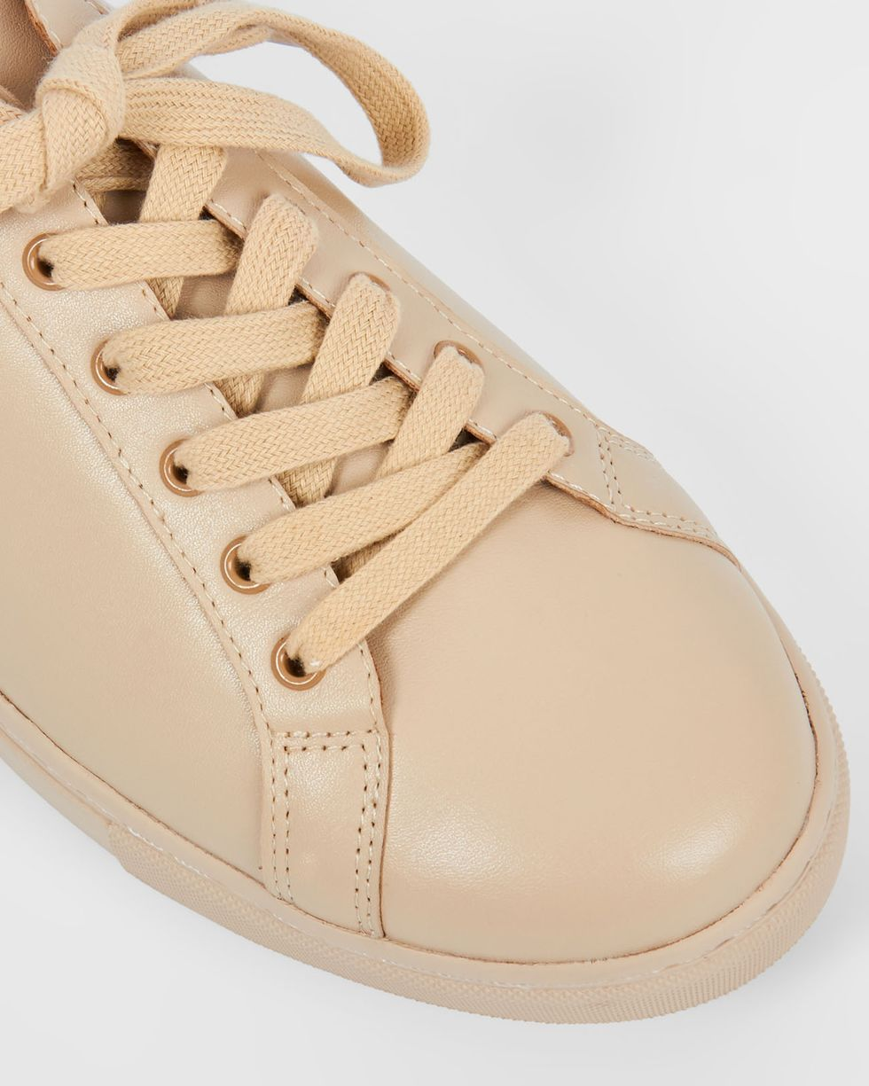 Кожаные кеды 35Обувь<br><br><br>Артикул: 818410557<br>Размер: 35<br>Цвет: Молочный<br>Новинка: НЕТ<br>Наименование en: Leather sneakers