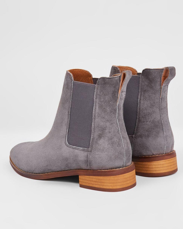 Ботинки из замши с резинкой 38Обувь<br><br><br>Артикул: 818411421<br>Размер: 38<br>Цвет: Темно-серый<br>Новинка: НЕТ<br>Наименование en: Suede chelsea boots