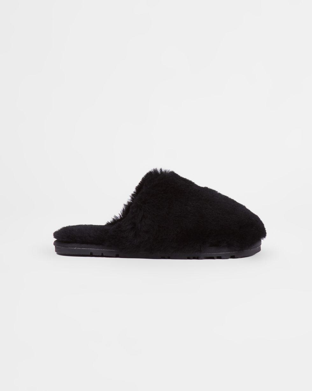 Тапочки закрытые из овчины 36-37Обувь<br><br><br>Артикул: 818411949<br>Размер: 36-37<br>Цвет: Черный<br>Новинка: НЕТ<br>Наименование en: Sheepskin closed-toe slippers