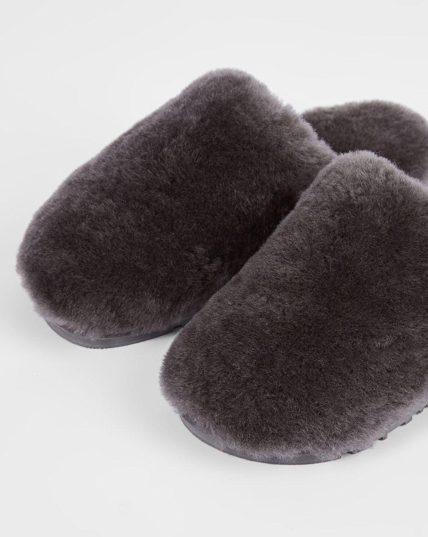 Тапочки закрытые из овчины 42-43Обувь<br><br><br>Артикул: 818411950<br>Размер: 42-43<br>Цвет: Темно-серый<br>Новинка: НЕТ<br>Наименование en: Sheepskin slippers