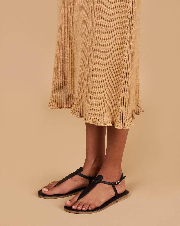 Сандалии с перемычкой 39Обувь<br><br><br>Артикул: 818412810<br>Размер: 39<br>Цвет: Черный<br>Новинка: НЕТ<br>Наименование en: Flat thong sandals