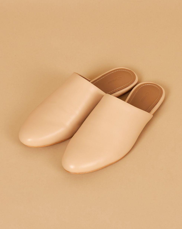 Бабуши из кожи 36Обувь<br><br><br>Артикул: 818412926<br>Размер: 36<br>Цвет: Бежевый<br>Новинка: НЕТ<br>Наименование en: Leather mule slippers