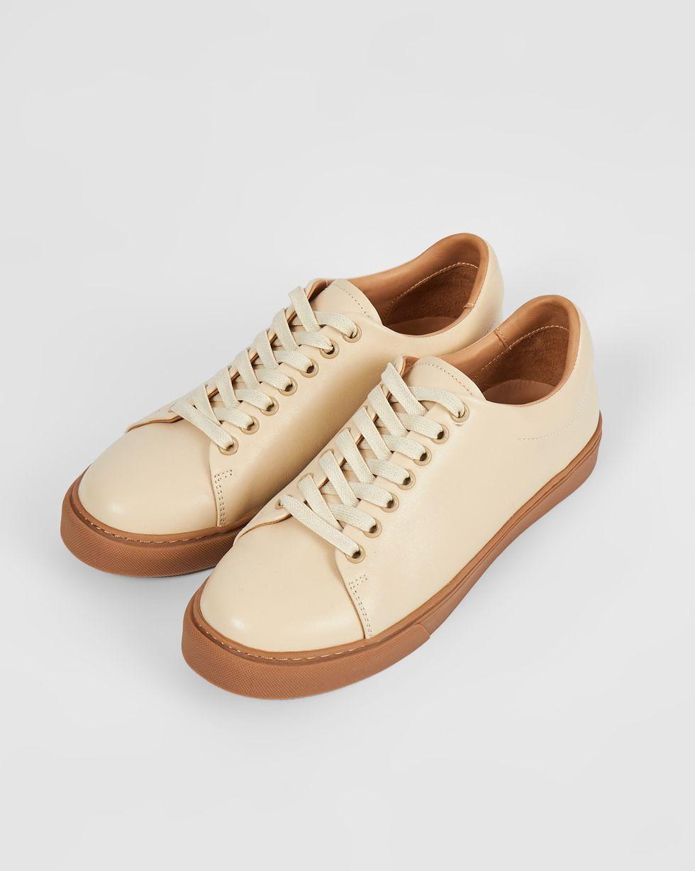 Кеды из кожи на контрастной подошве 38Обувь<br><br><br>Артикул: 818412946<br>Размер: 38<br>Цвет: Молочный<br>Новинка: ДА<br>Наименование en: Leather contrast sole sneakers