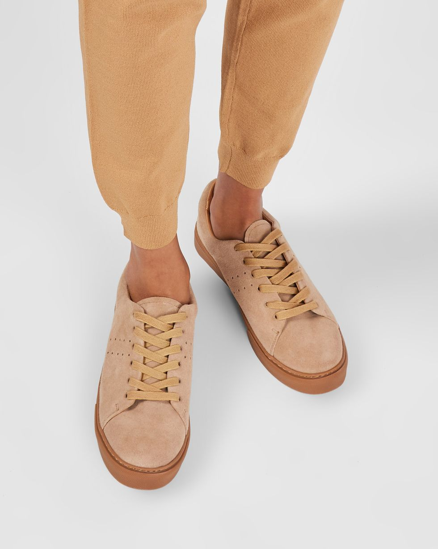 Кеды из замши на контрастной подошве 36Обувь<br><br><br>Артикул: 818412947<br>Размер: 36<br>Цвет: Бежевый<br>Новинка: ДА<br>Наименование en: Suede contrast sole sneakers