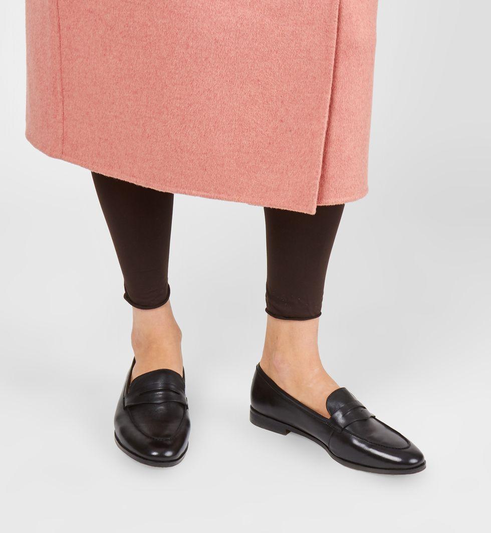 Туфли-лоферы 41Обувь<br><br><br>Артикул: 81848911<br>Размер: 41<br>Цвет: Черный<br>Новинка: НЕТ<br>Наименование en: Leather loafers