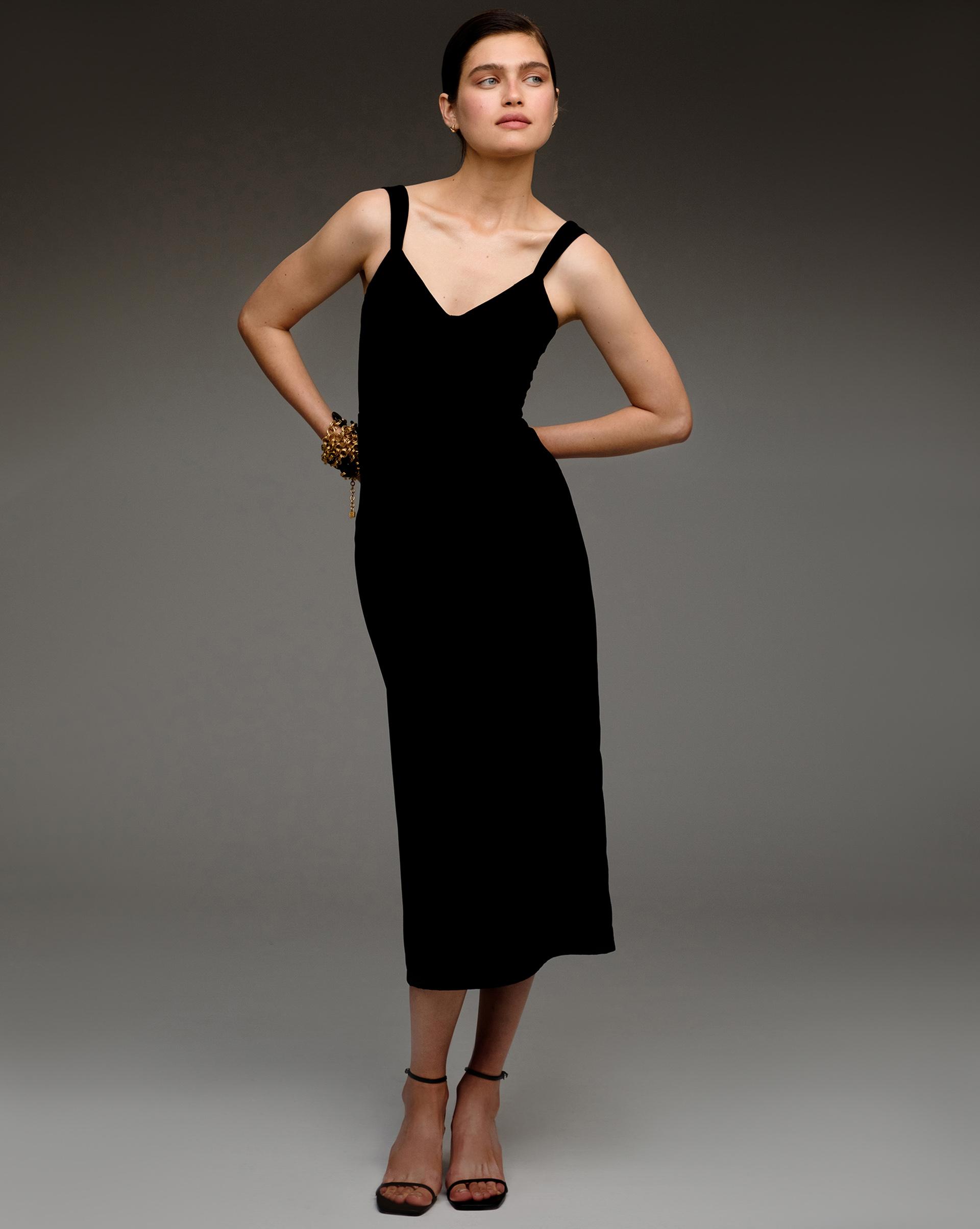 12⠀STOREEZ Бархатное платье на бретелях
