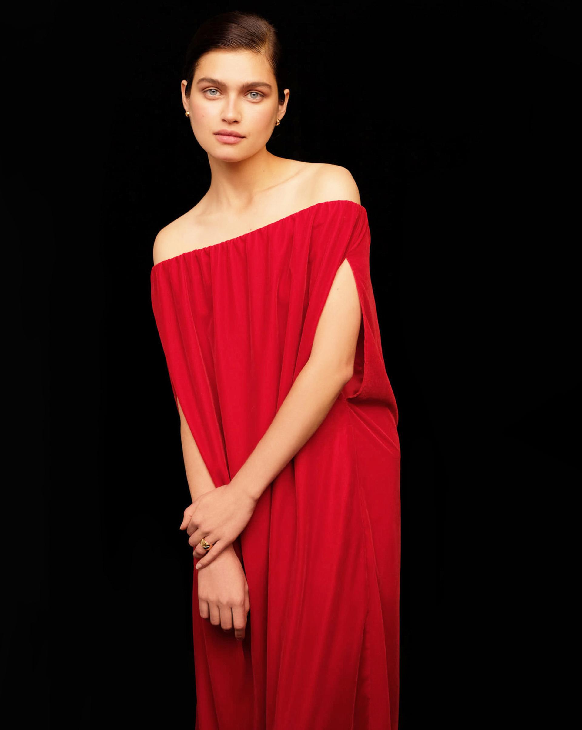 12⠀STOREEZ Платье с открытыми плечами