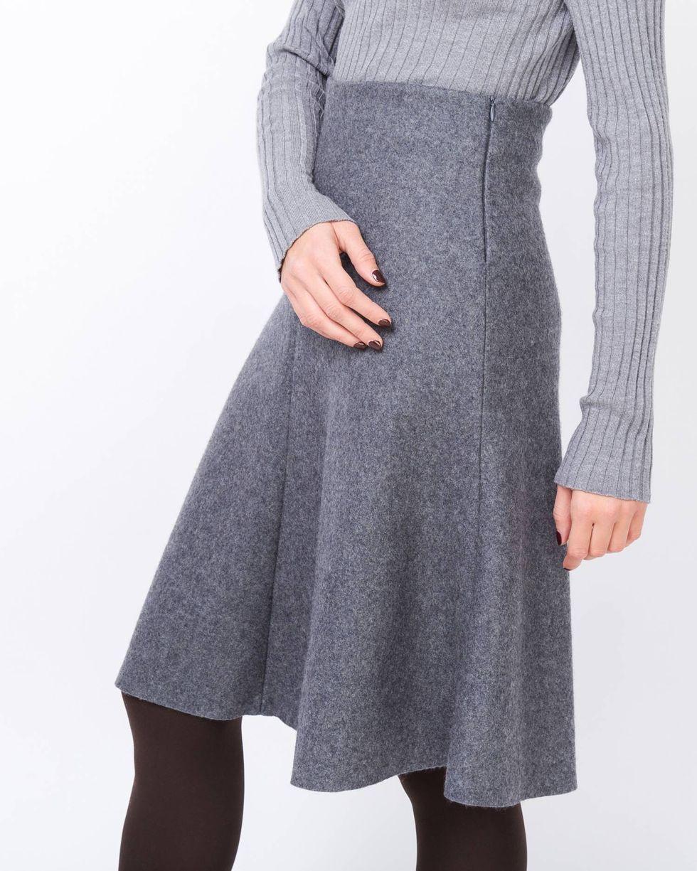 Юбка из плотного трикотажа МЮбки<br><br><br>Артикул: 8276759<br>Размер: M<br>Цвет: Темно-серый<br>Новинка: НЕТ<br>Наименование en: Flared knit skirt