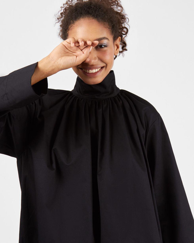 Рубашка на стойке One sizeРубашки<br><br><br>Артикул: 230011514<br>Размер: One size<br>Цвет: Черный<br>Новинка: НЕТ<br>Наименование en: High-low hem shirt