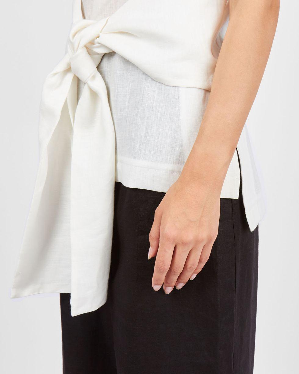 Топ с завязками изо льна One sizeТопы и блузы<br><br><br>Артикул: 82810092<br>Размер: One size<br>Цвет: Белый<br>Новинка: НЕТ<br>Наименование en: Sleeveless tie detail top