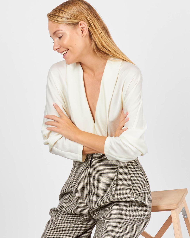 Блуза с запахом SТопы и блузы<br><br><br>Артикул: 82811173<br>Размер: S<br>Цвет: Молочный<br>Новинка: НЕТ<br>Наименование en: Fold-over front blouse