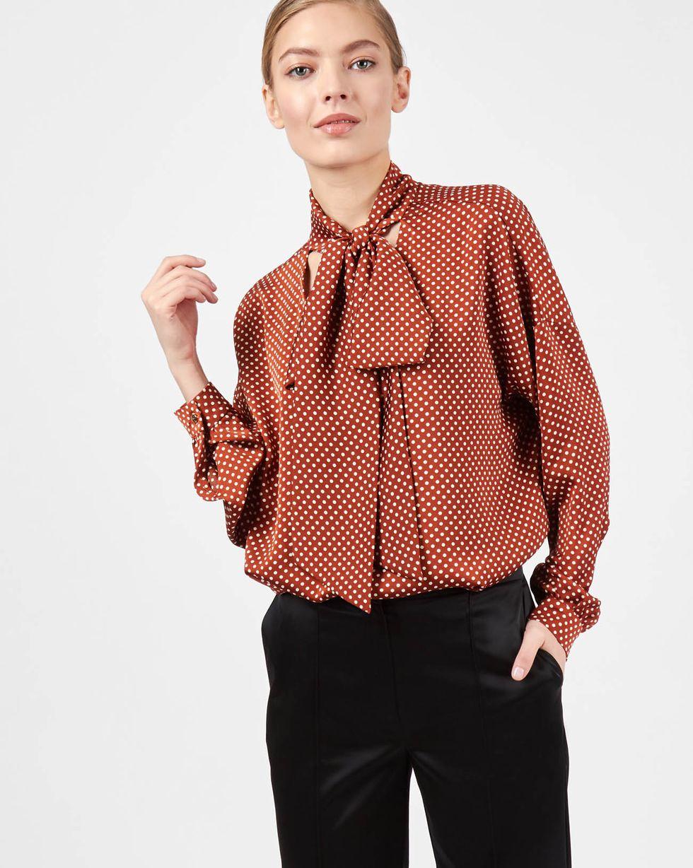 Блуза с вырезом и бантом в горошек SТопы и блузы<br><br><br>Артикул: 82812025<br>Размер: S<br>Цвет: Коричневый в горошек<br>Новинка: НЕТ<br>Наименование en: Tie detail polka dot blouse