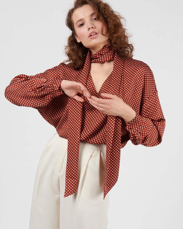Блуза с вырезом и бантом в горошек MТопы и блузы<br><br><br>Артикул: 82812025<br>Размер: M<br>Цвет: Коричневый в горошек<br>Новинка: НЕТ<br>Наименование en: Tie detail polka dot blouse