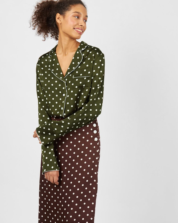 Блуза с кантом в горох MТопы и блузы<br><br><br>Артикул: 82813015<br>Размер: M<br>Цвет: Зеленый в горошек<br>Новинка: НЕТ<br>Наименование en: Polka dot blouse with piped seams