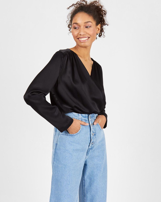 Блуза объемная с запахом XSТопы и блузы<br><br><br>Артикул: 82813100<br>Размер: XS<br>Цвет: Черный<br>Новинка: ДА<br>Наименование en: Oversized wrap front blouse
