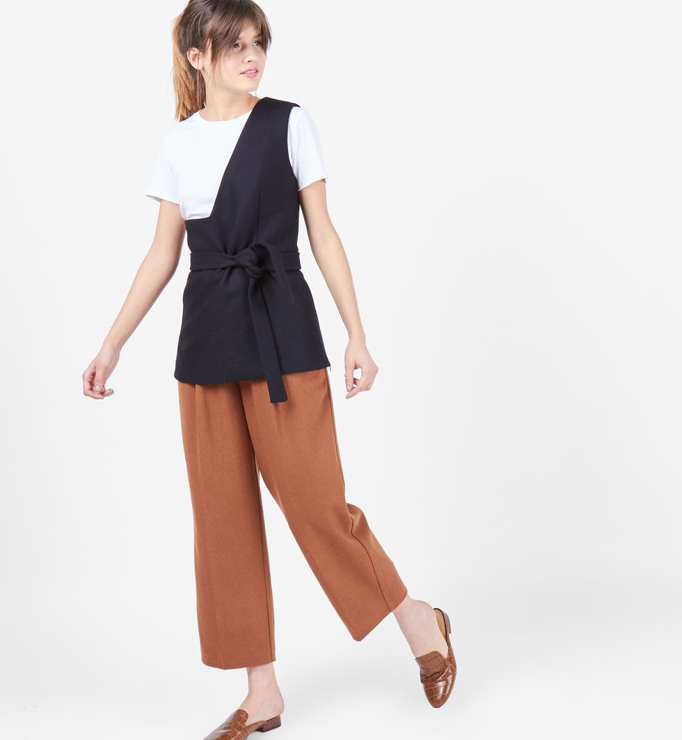 Топ на одно плечо LТопы и блузы<br><br><br>Артикул: 8287510<br>Размер: L<br>Цвет: Черный<br>Новинка: НЕТ<br>Наименование en: One shoulder wool top