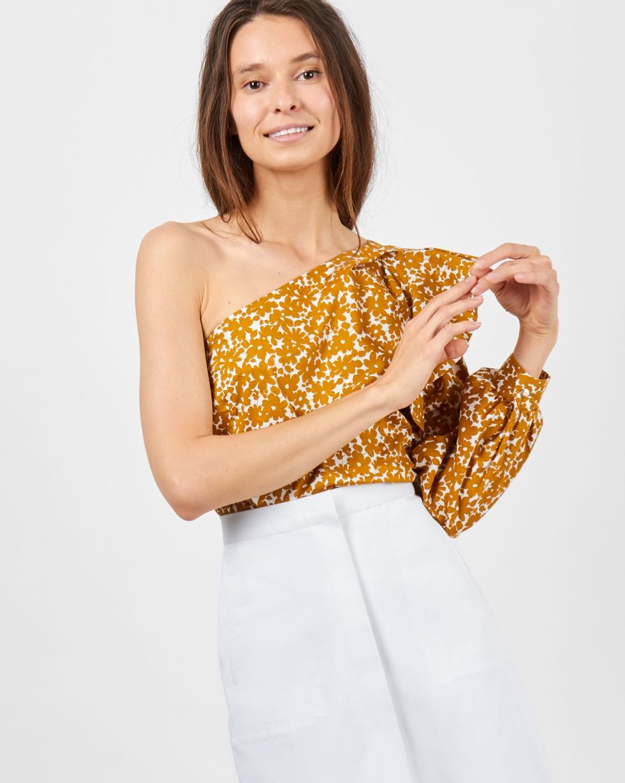 12Storeez Блуза на одно плечо (горчичная) 12storeez блуза объемная на завязках бежевый