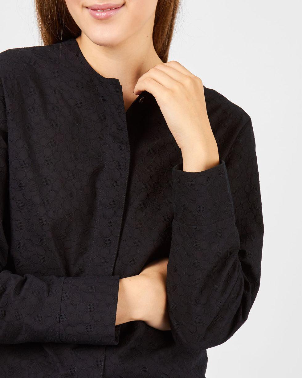 Блуза из шитья на кнопках XSтопы и блузы<br><br><br>Артикул: 8289857<br>Размер: XS<br>Цвет: Черный<br>Новинка: НЕТ<br>Наименование en: Embroidered snap front blouse