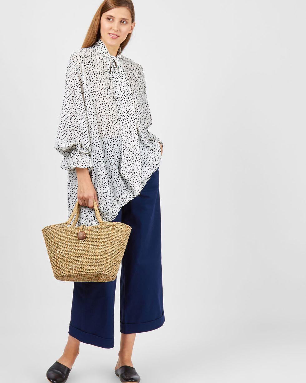 12Storeez Блуза удлиненная в горошек с рюшей (белый) цена и фото