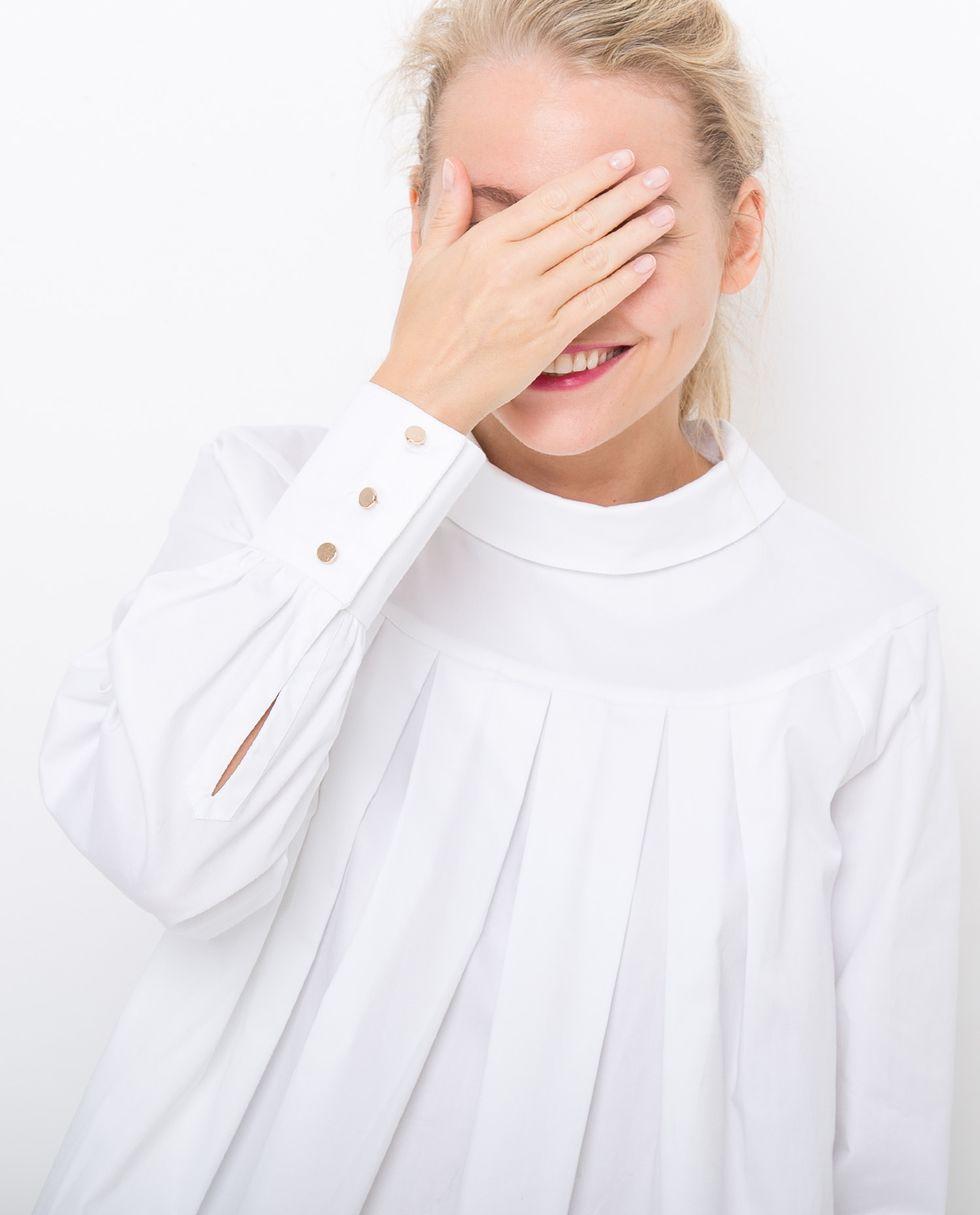 Блуза со складками One sizeтопы и блузы<br><br><br>Артикул: 8285989<br>Размер: One size<br>Цвет: Белый<br>Новинка: НЕТ<br>Наименование en: Pleated loose blouse