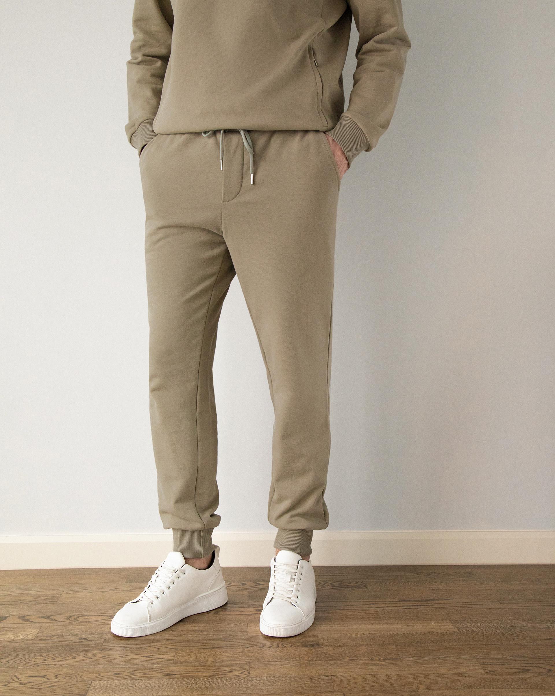 Спортивные брюки с накладным карманом