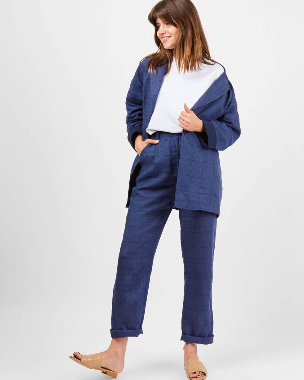 Брюки с защипами изо льна Lбрюки<br><br><br>Артикул: 220810052<br>Размер: L<br>Цвет: Синий<br>Новинка: НЕТ<br>Наименование en: Linen pleated trousers