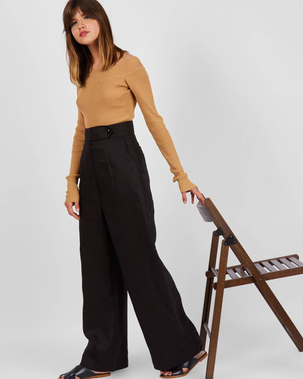 Брюки изо льна с завышенной талией LБрюки и джинсы<br><br><br>Артикул: 220810094<br>Размер: L<br>Цвет: Чёрный<br>Новинка: НЕТ<br>Наименование en: High waisted linen trousers
