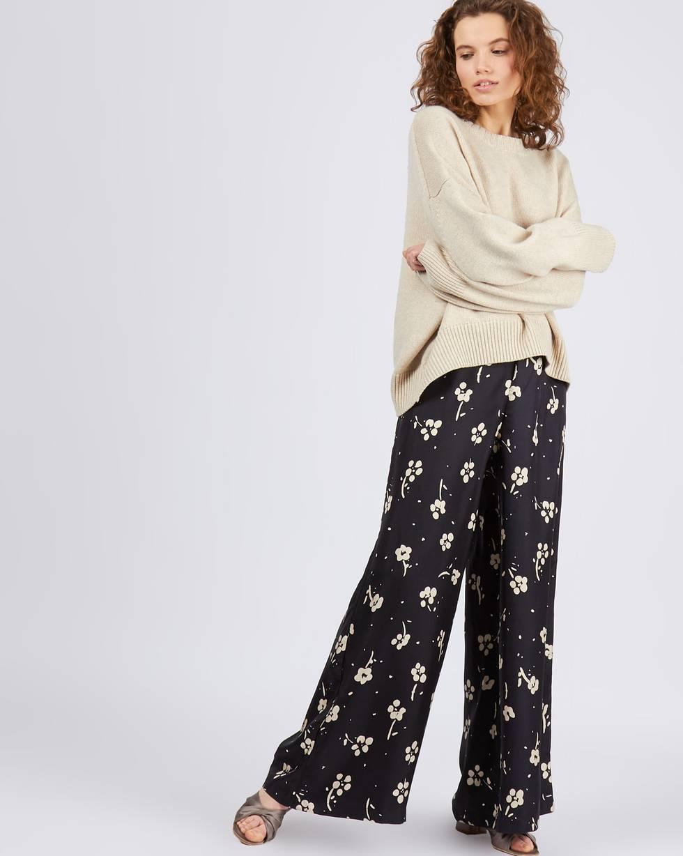 Брюки на резинке широкие в цветок SБрюки<br><br><br>Артикул: 220810436<br>Размер: S<br>Цвет: Черный<br>Новинка: НЕТ<br>Наименование en: Drawstring waist wide leg trousers