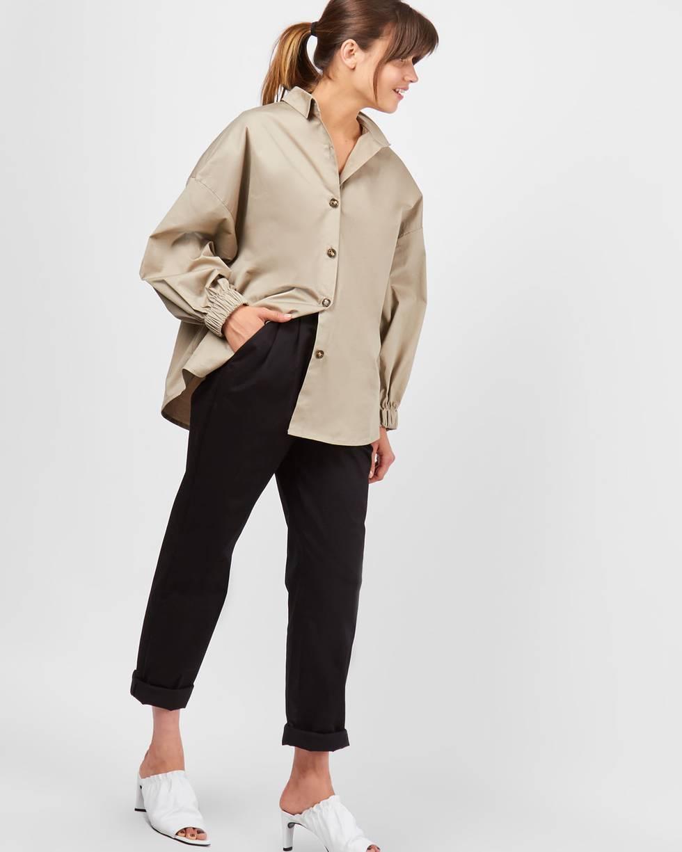 Брюки с защипами из плотного хлопка  SБрюки и джинсы<br><br><br>Артикул: 220810448<br>Размер: S<br>Цвет: Черный<br>Новинка: НЕТ<br>Наименование en: Pleated front casual trousers