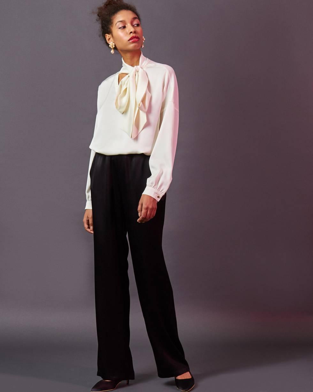 Брюки широкие в пижамном стиле LБрюки и джинсы<br><br><br>Артикул: 220810716<br>Размер: L<br>Цвет: Черный<br>Новинка: НЕТ<br>Наименование en: Pyjama style wide leg trousers